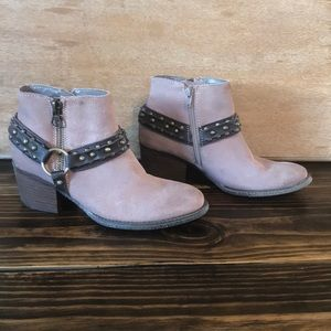 Crown Vintage Wendy Ankle Boots